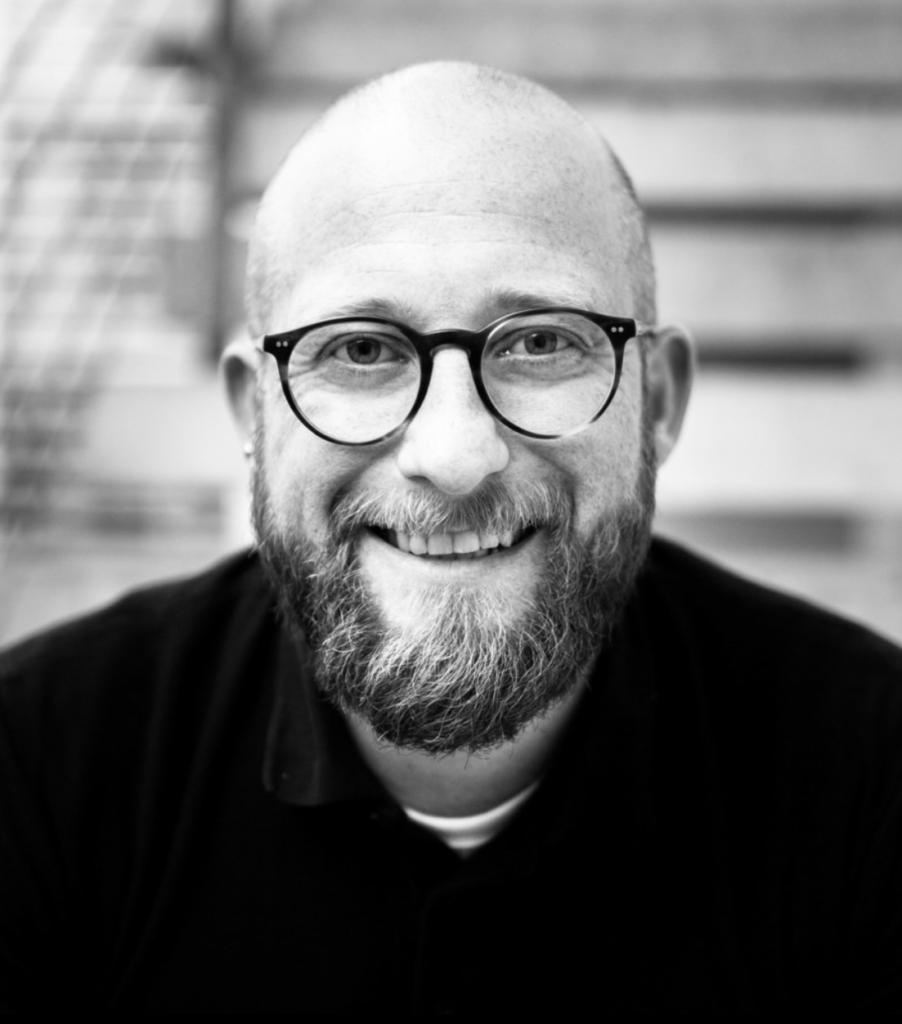 Das Bild zeigt Oliver Weyer in schwarz-weiss
