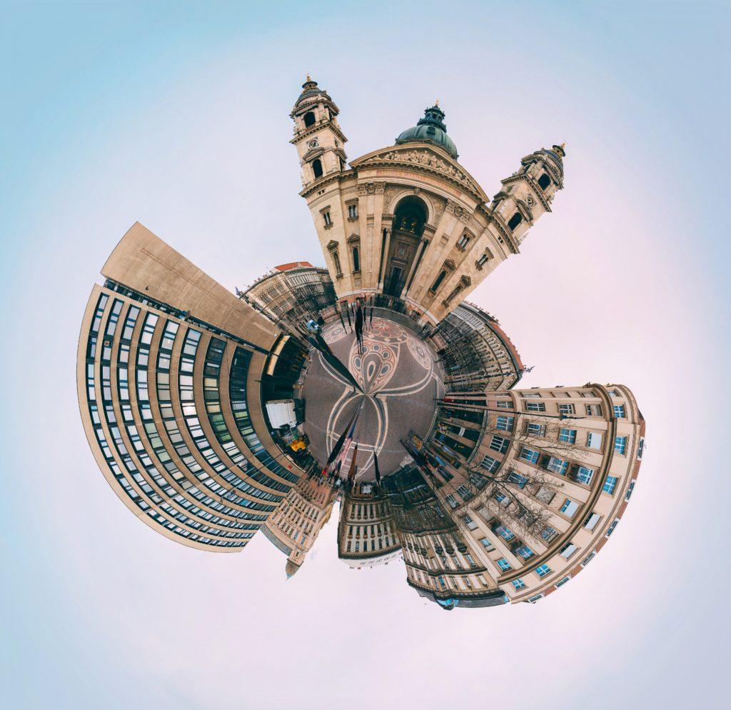 Eine 360 Grad-Grafik von verschiedenen Gebäuden.