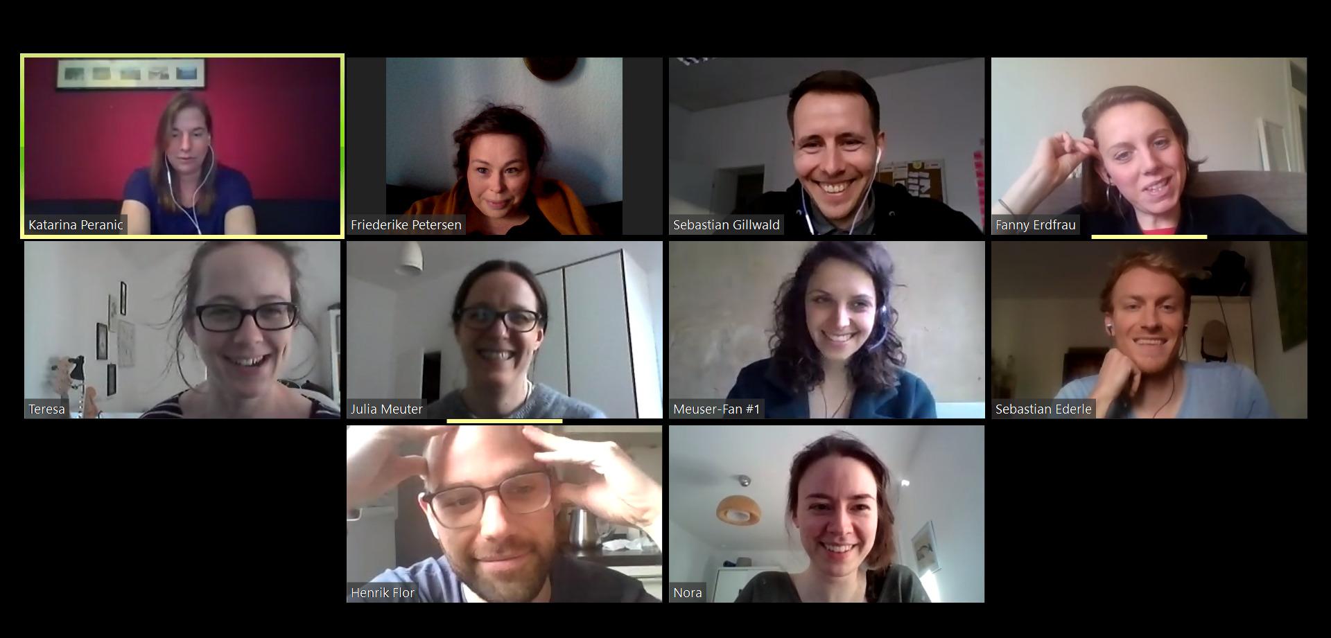 Man sieht das Team von Stiftung Bürgermut im Zoom-Videocall: 10 Personen in Minikacheln an ihren Webcams