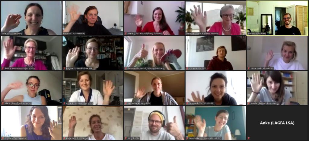 Screenshot des digitalen Accelerator-Meetings zu Skalierung und Digitalisierung zeigt 20 Menschen, die in die Kamera winken.