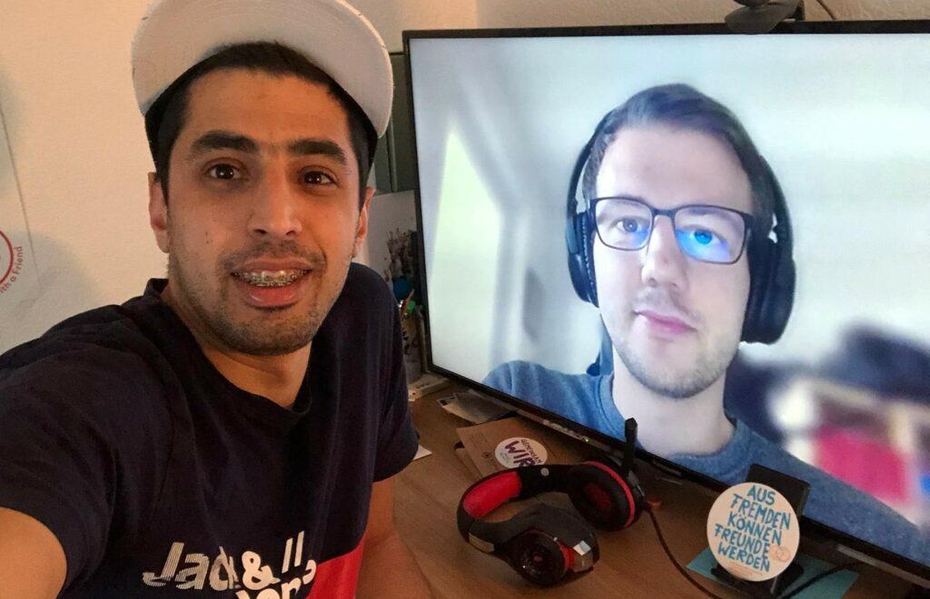 Selfie des Tandems Nabih und Finn. Finn ist auf Nabihs Bildschirm.
