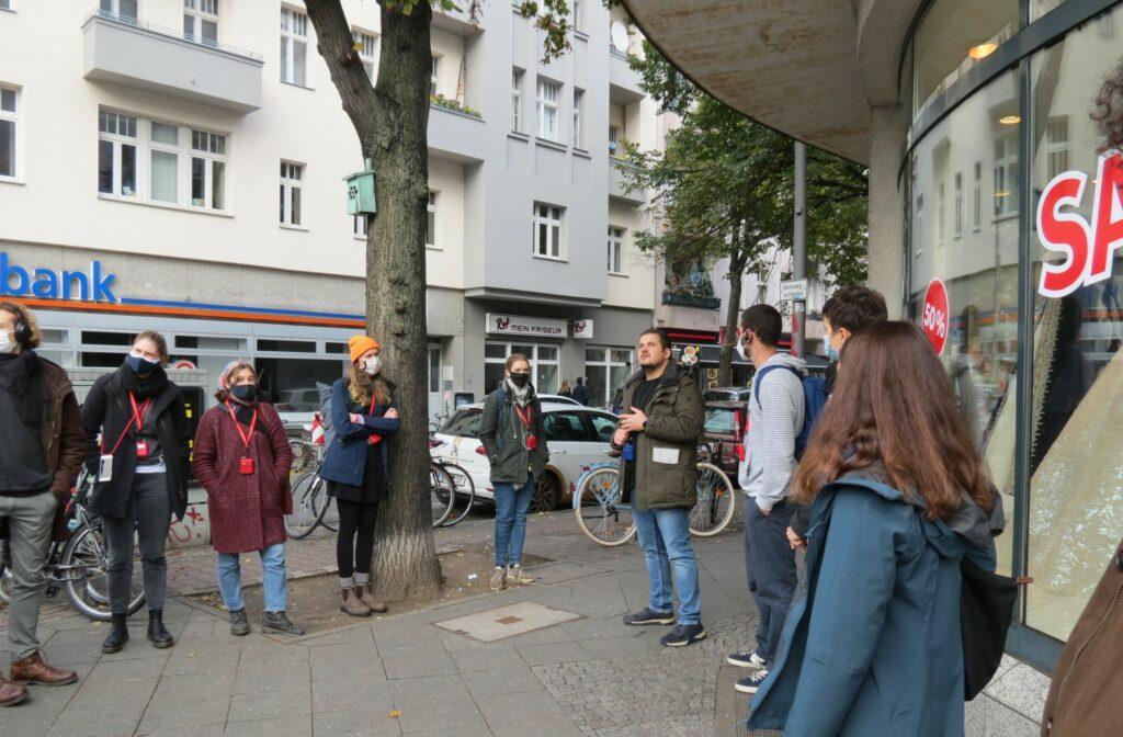 Stadtführung von Querstadtein e.V. mit Obdachlosen während Corona.