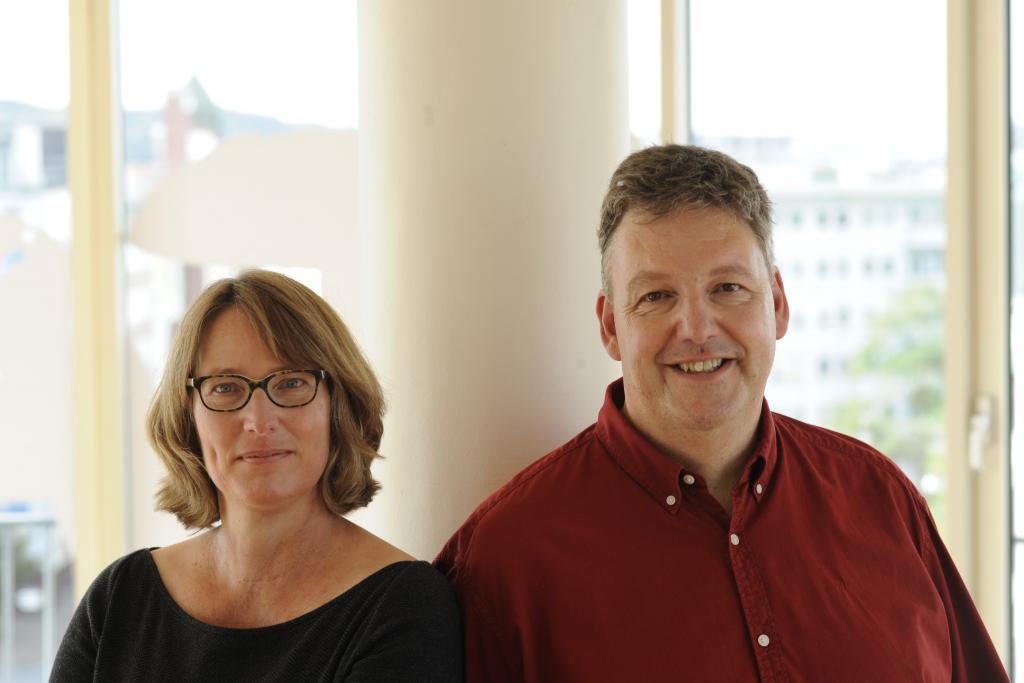 Foto von Imke Meyer und Stefan Zollondz von der AWO Kreisverband Bielefeld, die HumHub in ihre ARbeit implementiert haben.