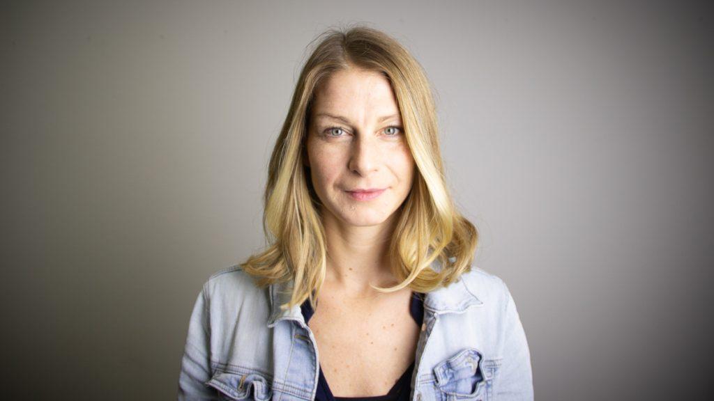 Portrait von Anja Adler, Leiterin des wellbeing Programms beim betterplace lab