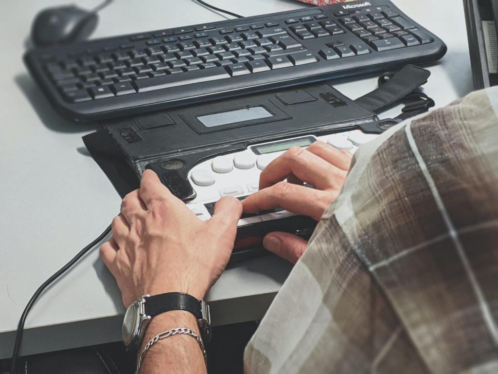 Barrierefrei am PC: Nur mit den passenden Hilfsmitteln