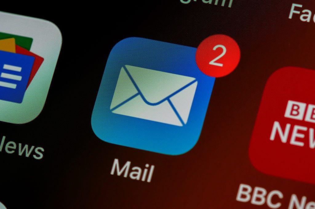 Screenshot eines Smartphone-Displays mit dem E-Mailsymbol. Symbolbilg für E-Mail-Fundraising.